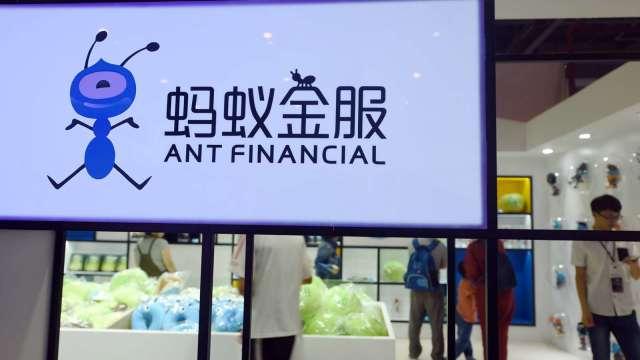 路透:中國打算要求螞蟻、騰訊等科技巨頭分享消費者數據 (圖:AFP)