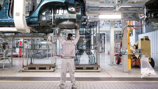機械出口連四紅 業者醞釀漲價。(圖:AFP)