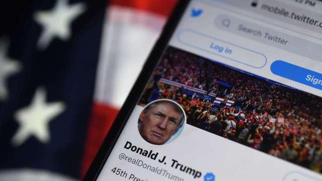 推特血染近7%!凍結超強人氣川普帳號 德國領袖抨擊(圖片:AFP)