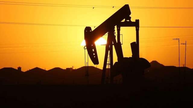 〈能源盤後〉沙國帶頭漲價 美生產商可望見縫插針 WTI原油逆轉收升(圖片:AFP)