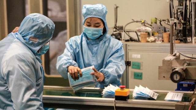本土案例再現 防疫概念股重啟漲勢 多檔亮燈漲停。(圖:AFP)