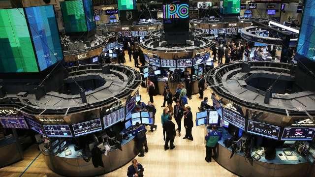 〈美股盤後〉能源金融股表現強勁 四大指數小幅收漲 (圖片:AFP)