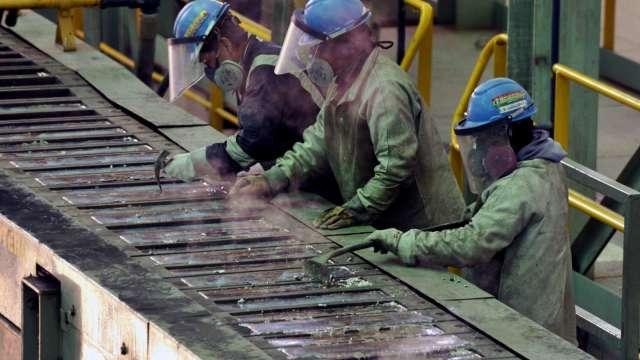 瑞銀:經濟復甦及工業需求支持 2021年銀和鉑金表現有望超越黃金(圖片:AFP)
