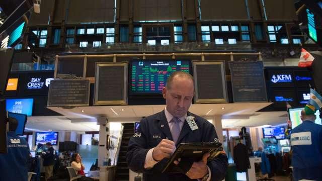 〈美股早盤〉川普彈劾案表決在即 美股開盤波動、英特爾飆10% (圖:AFP)
