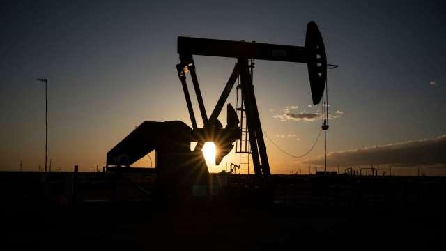 〈能源盤後〉美元漲、石油產品庫存增逾預期 WTI連6日漲勢止步 (圖片:AFP)
