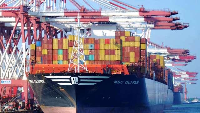 中國12月出口年增10.9% 貿易盈餘5168億人民幣 優於預期(圖片:AFP)