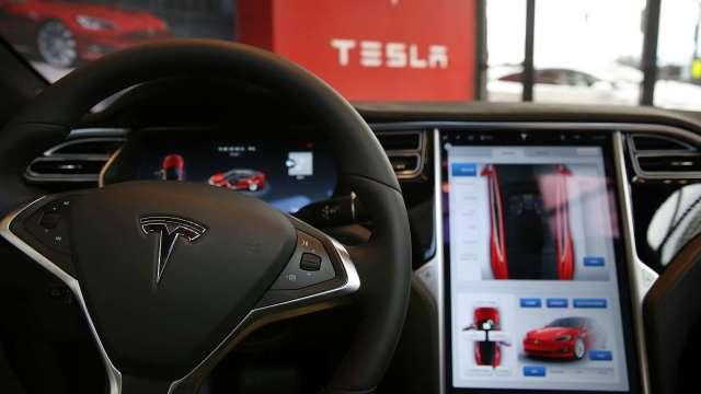 特斯拉觸控螢幕有缺陷 美國當局要求召回近16萬輛Model S及Model X (圖片:AFP)