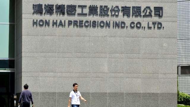 鴻海衝刺數位化轉型 今年將複製20座燈塔工廠落地。(圖:AFP)