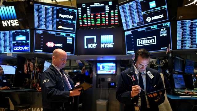 〈美股早盤〉傳拜登將推2兆美元紓困案 美股全線高開、台積電ADR飆6%登新高 (圖:AFP)