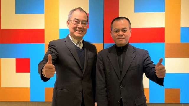 永豐金證券總經理江偉源(左)和永豐金證券(亞洲)董事總經理蕭景良(右)。(圖:永豐金證券提供)