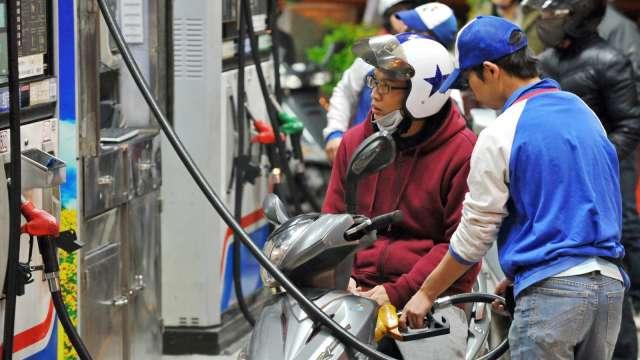 下周國內油價恐連八漲 創逾10個月新高。(圖:AFP)