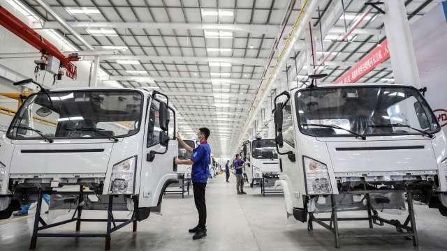〈熱門股〉鴻準搶進電動車 單周暴漲35%創兩年新高。(圖:AFP)