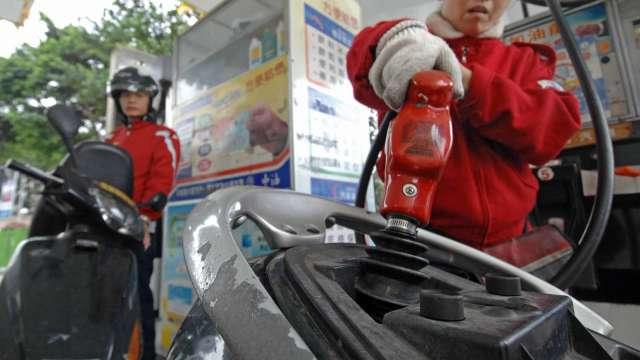 中油:明起汽、柴油價調漲0.3元及0.1元。(圖:AFP)