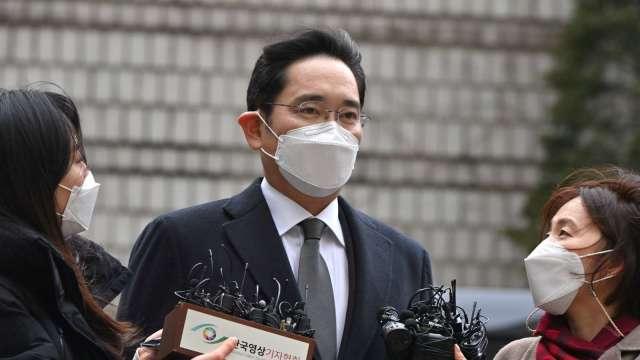 三星李在鎔遭判2年半徒刑 當庭羈押 (圖片:AFP)