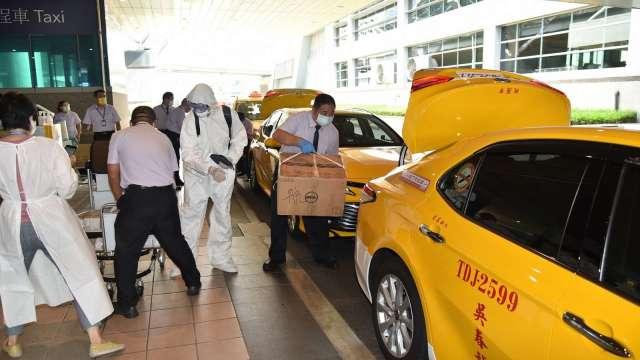 台商提前返鄉 桃機本周旅客將達高峰 急調防疫計程車疏運。(圖:桃園機場公司提供)