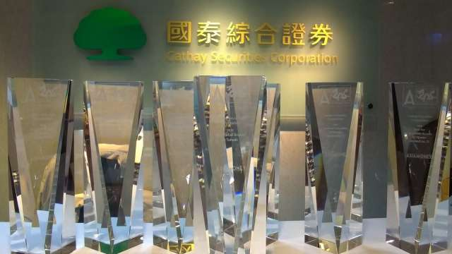Asiamoney評選 國泰證拿6大獎+台灣最佳零售經紀商。(圖:國泰證提供)