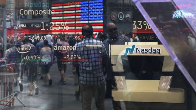 市場樂觀情揚升,緒經理人加碼股票創兩年新高。(圖:AFP)
