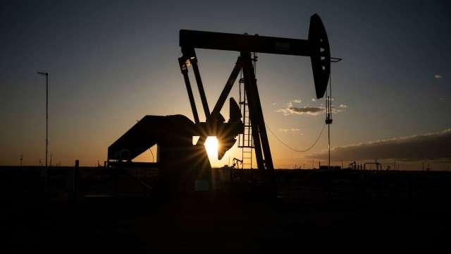 〈能源盤後〉盼拜登政府大手筆灑錢 原油連2漲(圖片:AFP)