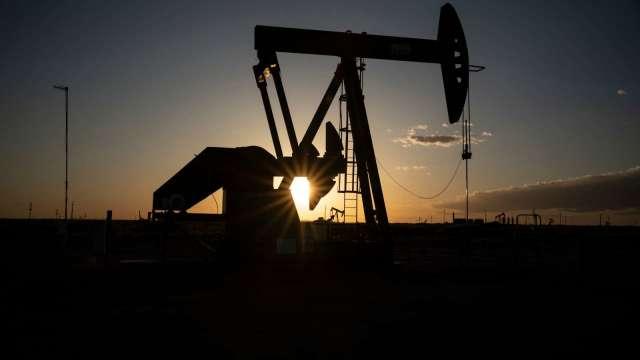 〈能源盤後〉EIA報告公布前 原油庫存意外增加 原油收盤錯綜 (圖片:AFP)