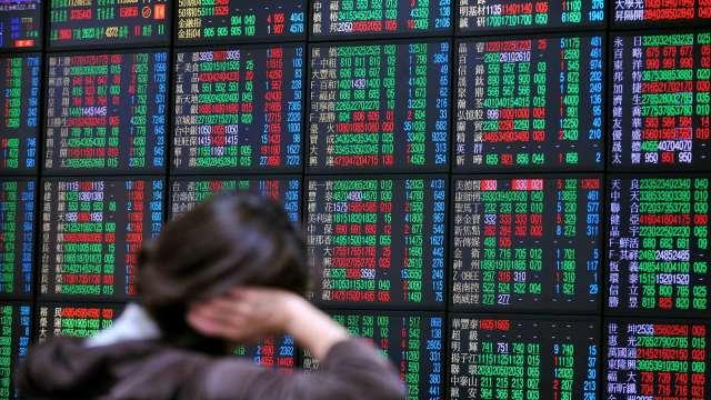 台股下跌134點收16019點。(圖:AFP)