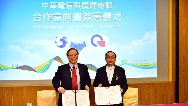 圖左為中華電信董事長謝繼茂、右為廣達電腦董事長林百里。(圖:中華電提供)