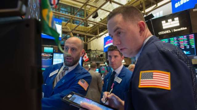〈美股早盤〉美股自歷史高點回落 道瓊開盤挫逾200點 IBM、英特爾領跌 (圖:AFP)