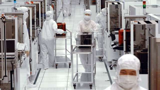 電子零組件製造業徵才創10年同期新高 日月光月薪上看100K。(圖:AFP)