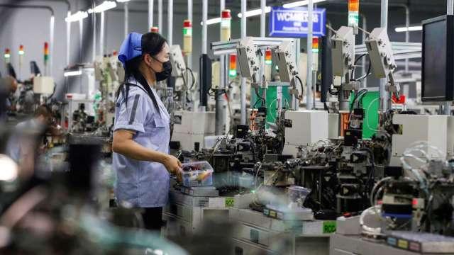 去年12月營業氣候測驗點1升2降 製造業衝逾13年新高。(示意圖:AFP)