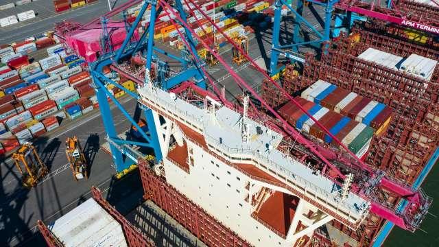 全球貨櫃短缺嚴重 運費成本較去年3月大增300%(圖片:AFP)