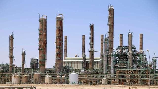 疫情引發原油需求憂慮 國際油價連兩日下跌 (圖片:AFP)
