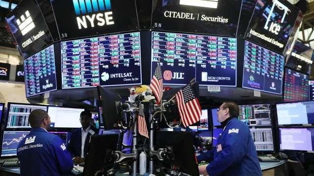 新興股市兩樣情 南向資金搶進港股。(圖:AFP)