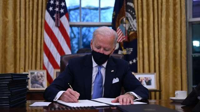 拜登將簽行政命令 加強執行「購買美國貨」計畫 (圖:AFP)