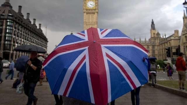 英國死亡病例數突破10萬人 高於二戰平民死亡人數(圖片:AFP)