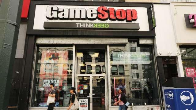 GameStop上演散戶割機構韭菜!三大股東狂賺逾20億美元。(圖片:AFP)