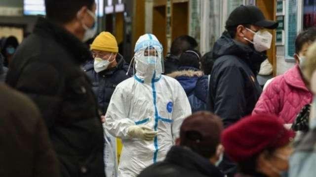 因應疫情升溫 18家銀行陸續啟動居家辦公。(圖:AFP)