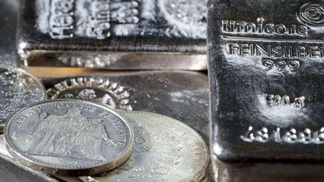 散戶湧入白銀期貨 銀價短暫飆升後回歸平盤(圖:AFP)