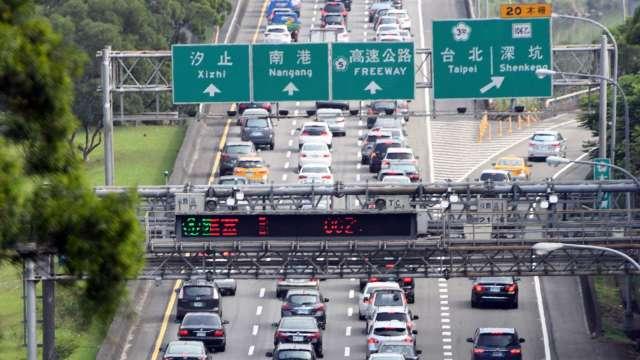 牛年春節交通資訊報你知 國道高乘載管制、雙鐵防疫加嚴。(圖:AFP)