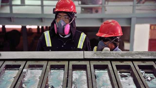 散戶網軍爆買 貴金屬供應商實物短缺 白銀大漲(圖:AFP)