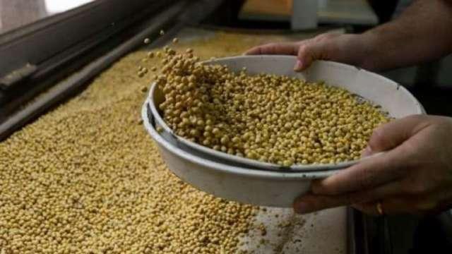 政院召開穩定物價小組會議 密切監控民生物資供應。(圖片:AFP)