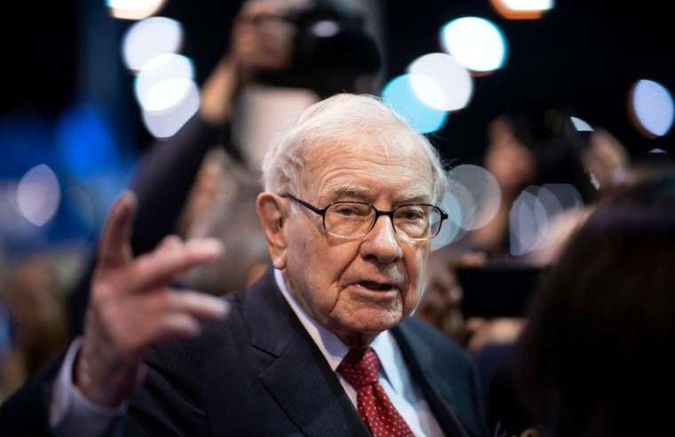 巴菲特的四大要點解釋了,不會選擇賣空明顯泡沫化的股票 (圖片:AFP)
