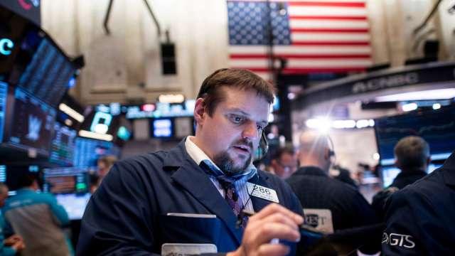 Alphabet暴漲逾7% 晶片股領費半收黑2.12% (圖片:AFP)