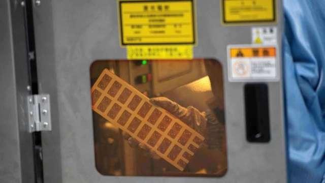 車用晶片短缺越演越烈 賽靈思CEO:IC封裝基板、分離式元件都正面臨挑戰(圖:AFP)
