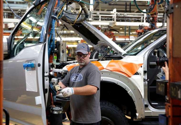 福特週四宣布將減產 F150 皮卡休旅車產能。(圖片:AFP)