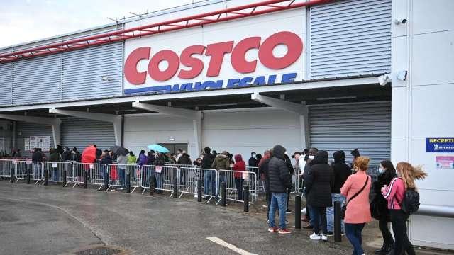 美政府發鈔 消費者趕忙花掉!好市多1月同店銷售回彈上升15.9%  (圖片:AFP)