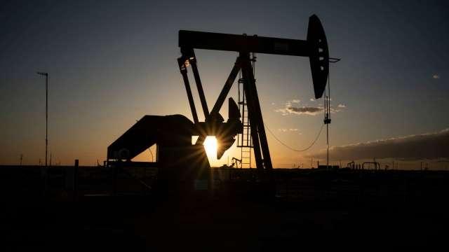 〈能源盤後〉市場情緒樂觀 Brent原油叩關60美元 WTI本週上漲9%(圖片:AFP)