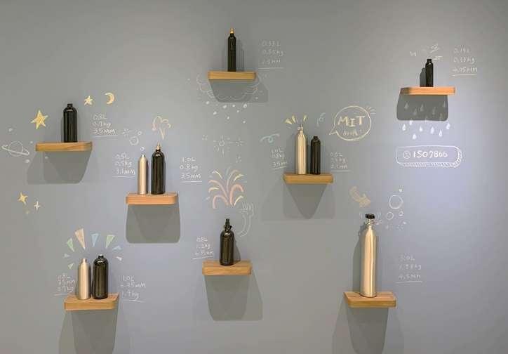 「冷研碳索館」館內獨家特色鋼瓶牆。(圖: 冷研碳索館提供)