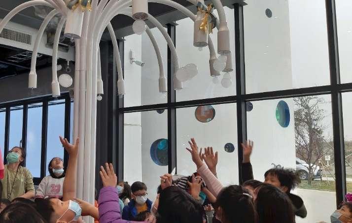 「冷研碳索館」館內獨家泡泡樹體驗。(圖: 冷研碳索館提供)