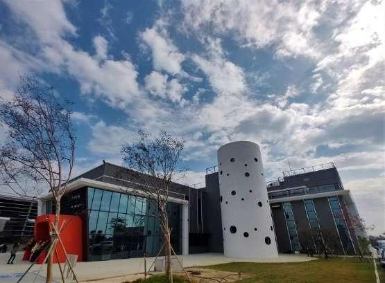 位於嘉義縣馬稠後產業園區,冷研科技公司投資設立的國內首間以乾冰、CO2(二氧化碳)為主題觀光工廠「冷研碳索館」外觀。(圖: 業者提供)