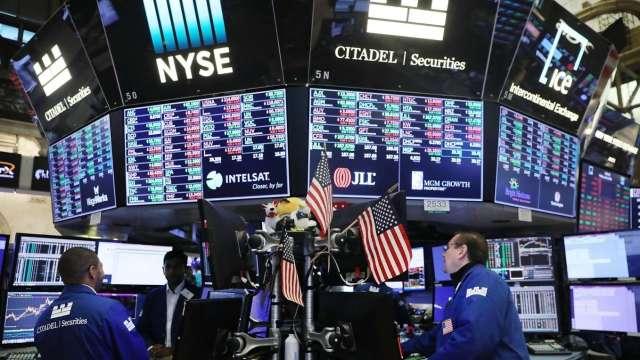 長天期美債殖利率一路上揚 華爾街認為暫時無礙美股氣勢 (圖:AFP)