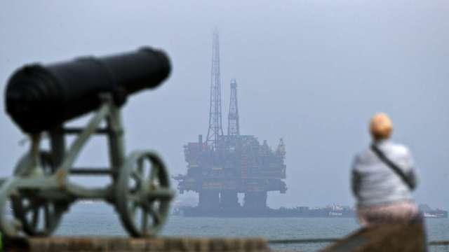 國際油價過去一周漲逾5% 分析師警告:正在冒泡。(圖:AFP)